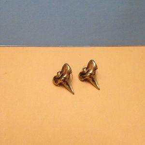 REAGEN CHARLESTON GOLD SHARK TOOTH STUD EARRINGS